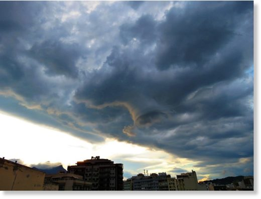 Funnel cloud in Rio