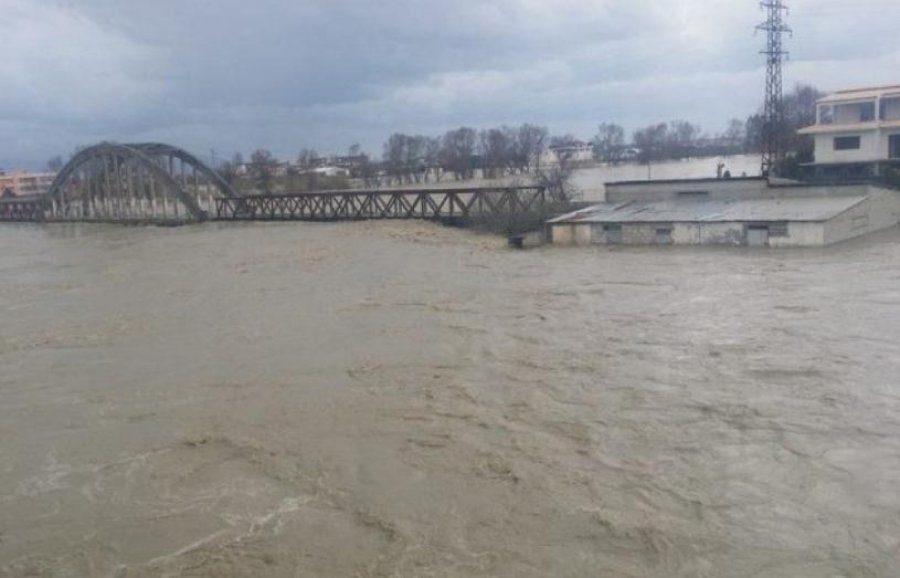 Obilne kiše izazvale poplave i klizišta u Albaniji, poginula 1 osoba --  Zemaljske promjene -- Sott.net