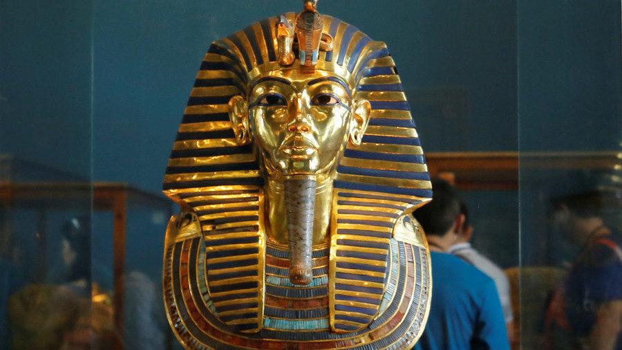 PRODANA NA AUKCIJI U LONDONU UPRKOS PROTIVLJENJU KAIRA! Egipat od Interpola zatražio da pronađe 3.000 godina staru Tutankamonovu masku!
