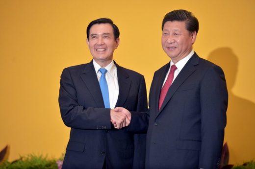 Istorijski prvi susret političkih lidera Kine i Tajvana, Sija Đinpinga i Ma Jing Jua, Singapur, 7. novembar 2015.