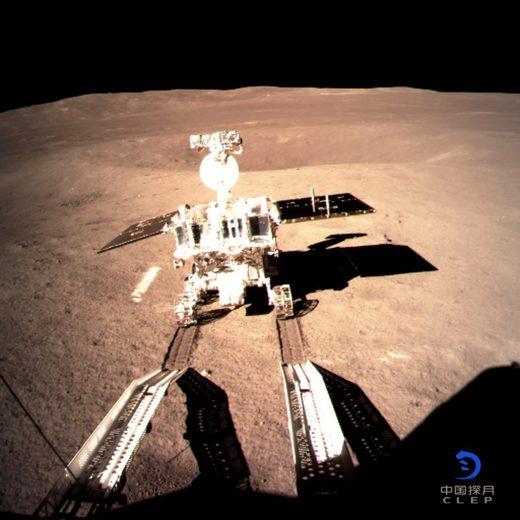 """Kineski modul """"Čang 4"""" na tamnoj strani Meseca, što je prvo uspešno meko sletanje na tamnu stranu Zemljinog prirodnog satelita u istoriji čovečanstva, 3. januar 2019."""