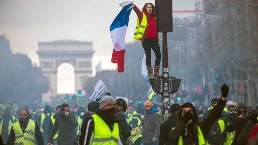 """Protest """"Žutih prsluka"""" u Parizu, 24. novembra 2018."""